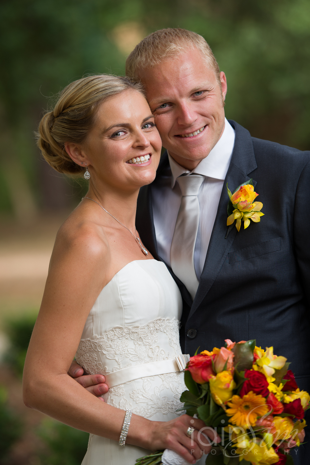 Renee and Chris at The Centre Ivanhoe by Iain Sim Photography
