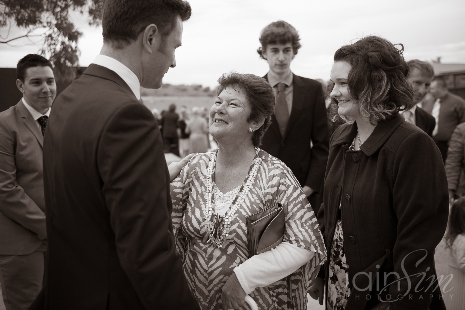 wpid-Bianca-and-Ben-at-Cranbourne-Botanic-Gardnes-by-Iain-Sim-Photography_018.jpg